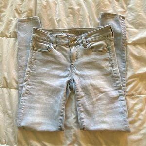 AMERICAN EAGLE White Wash Skinny Jeans